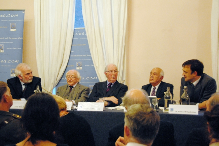 The platform party:  Director General, Tom Arnold, President of Ireland, Michael D Higgins; the Chairman, Brendan Halligan; Lord Robert Sidelsky and Dr Edward Sidelsky.
