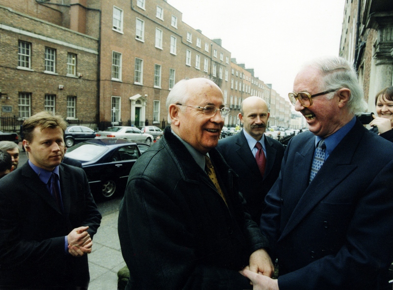 Brendan Halligan welcomes Mikhail Gorbachev to the IIEA